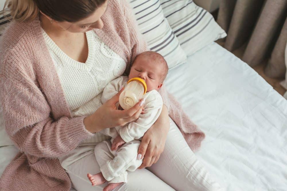 Muttermilch oder Säuglingsmilch-Unterschiede